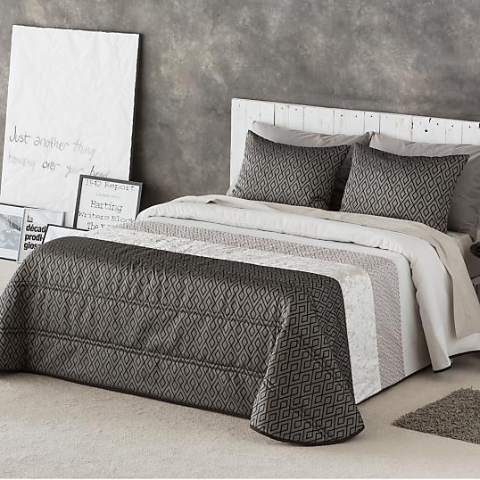 couvre lit serum et ses housses de coussin. Black Bedroom Furniture Sets. Home Design Ideas