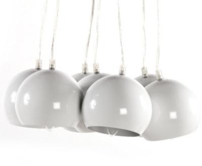 Métal peint (Abat jours) Matériaux secondaires : Gaine plastique transparente Dimensions : Diamètre abat jour (en cm) : 15 Diamètre socle (en cm) : 16 Longueur câble difficilement réglable (en cm) : 120 max Poids (en kg) : 4,30 Spécificités techniques : 7