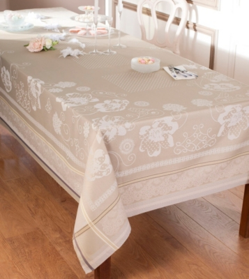 nappes et serviettes 50. Black Bedroom Furniture Sets. Home Design Ideas