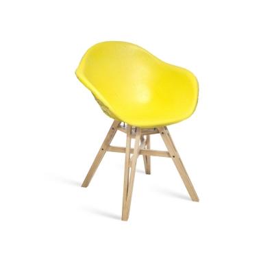 Chaise Gravêne Maximum jaune modèle unique avec pieds en bois
