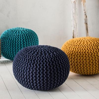 Pouf tricot Goa, bleu turquoise. Composition : 100 % coton. Garnissage : billes de polypropylène. Dimensions : 45 x 30 cm. Cet article a obtenu