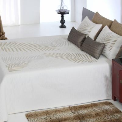 Couvre-lit Lucie, 280 x 270 cm Composition : 100 % polyester. Lavage... par LeGuide.com Publicité