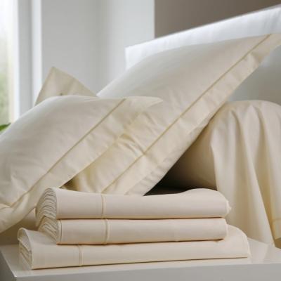 Drap Coton BLANC DES VOSGES. Composition : douce toile en pur coton au tissage serré, 57 fils / cm². Traitement Sanfor : qui confèr