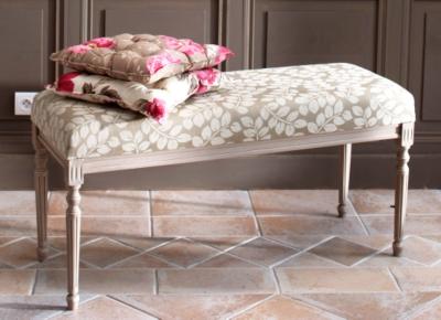 Banc de lit Romance garni tissu teinté blanc usé pour 499€