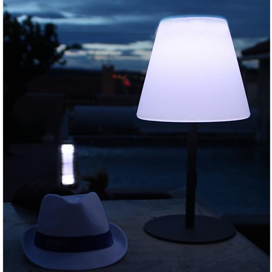 lampe de table arte watt home clairage d 39 ext rieur solaire nomade. Black Bedroom Furniture Sets. Home Design Ideas