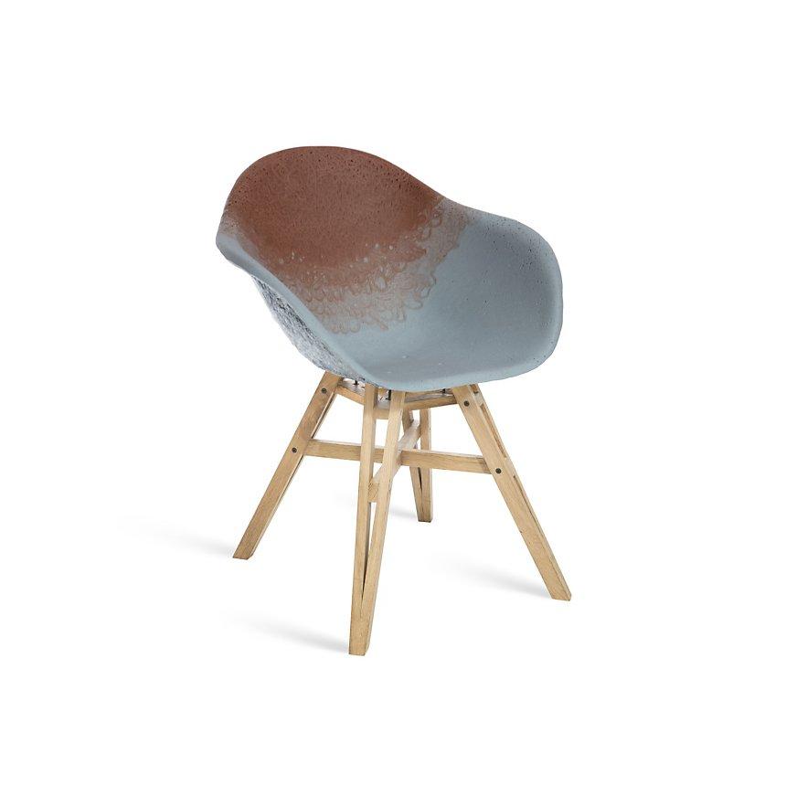 Chaise Gravêne MAXIMUM rouge modèle unique avec pieds en bois de chêne recyclé