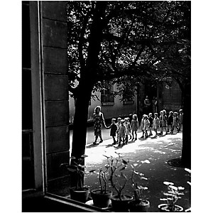 Ecole maternelle, Ménilmontant, 1948, Willy RONIS, affiche 40x50 cm