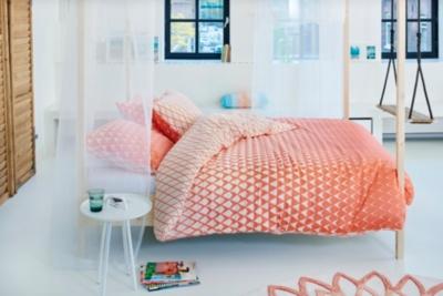 housse de couette satin mina coral esprit home. Black Bedroom Furniture Sets. Home Design Ideas