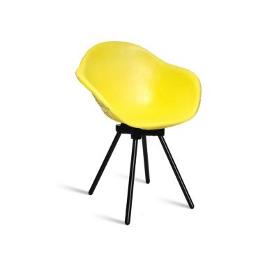 Chaise Gravêne Maximum jaune modèle unique avec pieds en métal