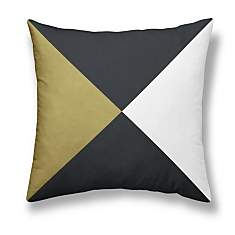 Coussin Gold is Black