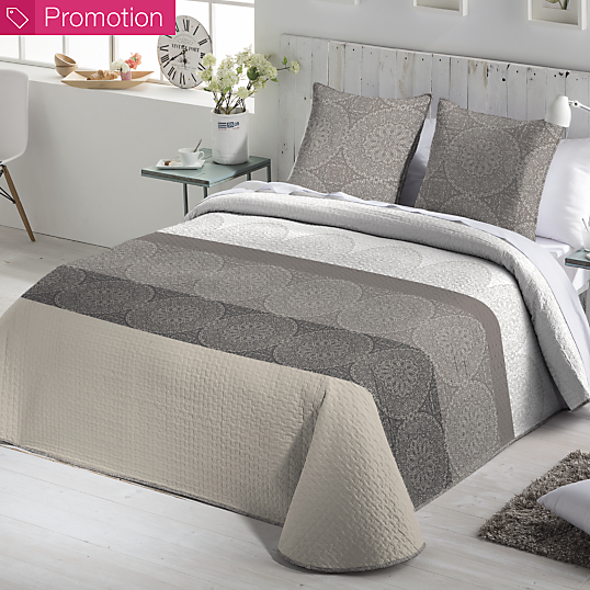 couvre lit sansa et ses housses de coussin. Black Bedroom Furniture Sets. Home Design Ideas
